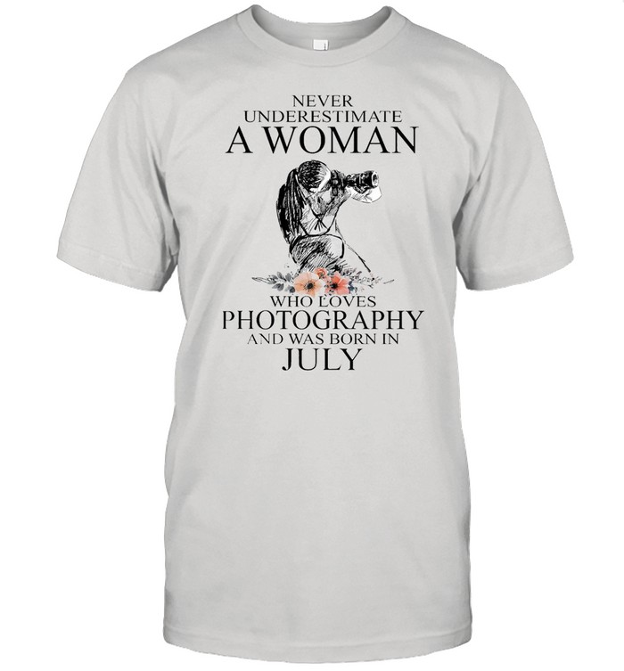 Never Underestimate A Woman Who Loves Photography And Was Born In July T-shirt Classic Men's T-shirt